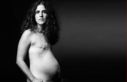 Нью-йоркский фотограф моды Дэвид Джей создал серию портретов молодых девушек, переживших рак груди.