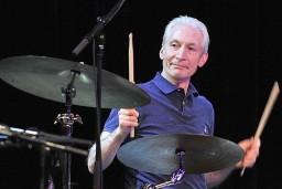 Барабанщик легендарной группы Rolling Stones Чарли Уоттс узнал, что болен раком гортани в 2004 году.
