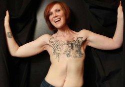 Жительница Канады вместо иплантов украсила грудную клетку татуировками после операции по удалению молочных желез