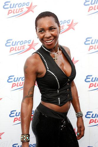 Певица Sonique победила рак молочной железы