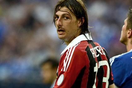 Защитник футбольного клуба «Сассуоло» Франческо Ачерби во второй раз вылечился от рака. Об этом сообщает Goal.com.