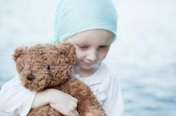 Двухлетний англичанин перенес 27 раковых опухолей
