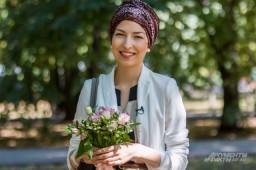 Больная раком девушка ведет видеоблог и помогает другим