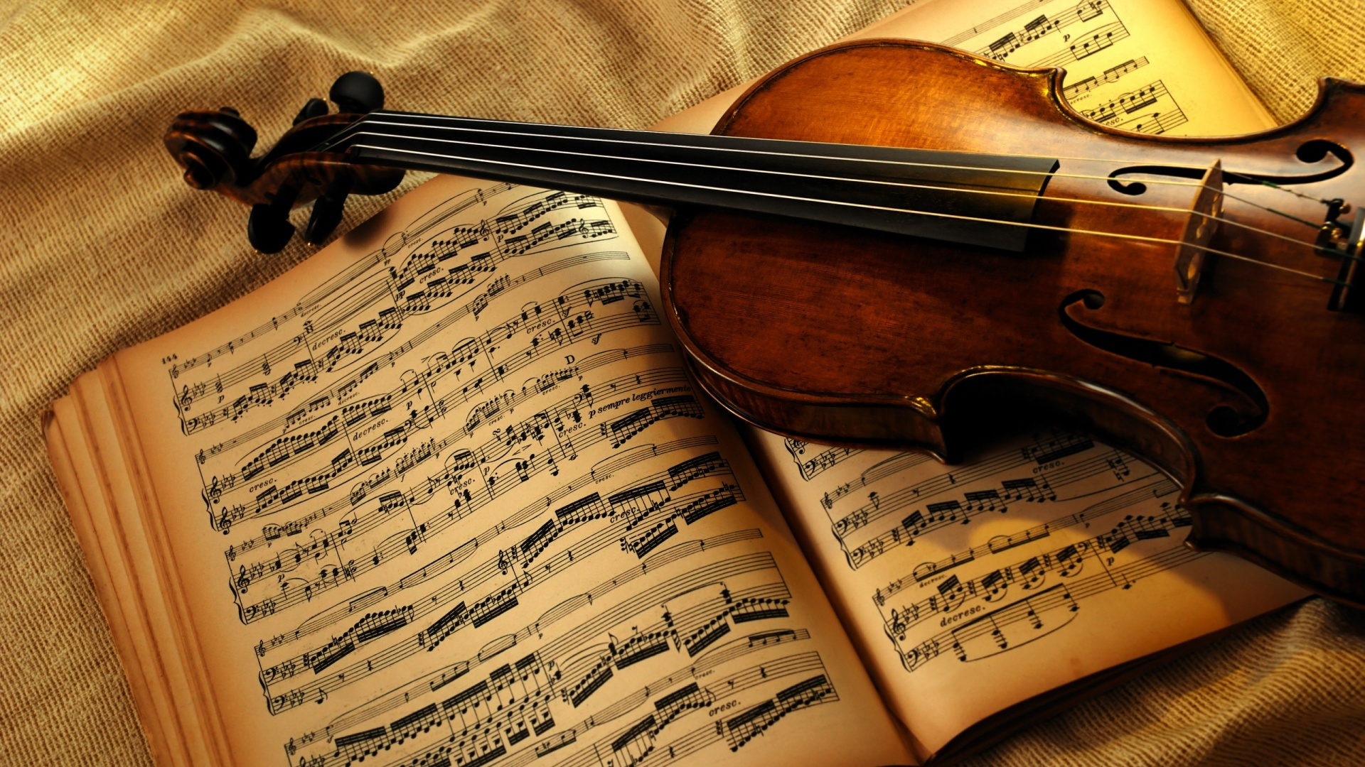 violin-and-notes-wallpapers_17591_1920x1080